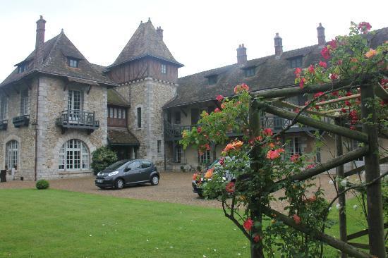 Bed & Breakfast Manoir de Notre-Dame: Our car at the manoir