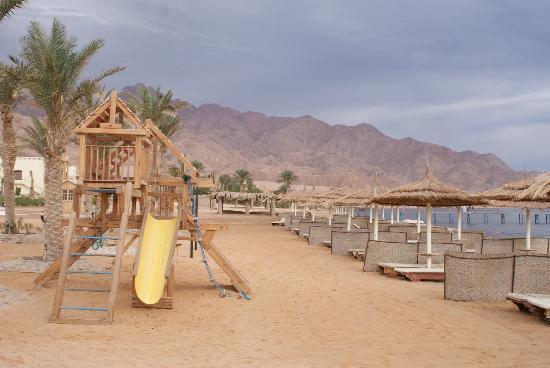 Sea Sun Hotel Dahab: Plaża z serwisem plażowym