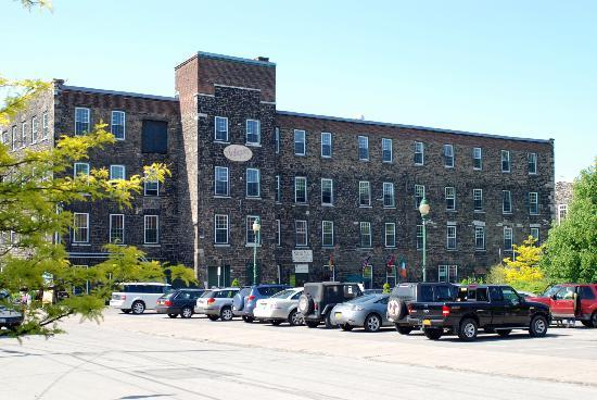 Inn at Stone Mill: Front Of Building, Inn is on 3rd floor, elevator provided.