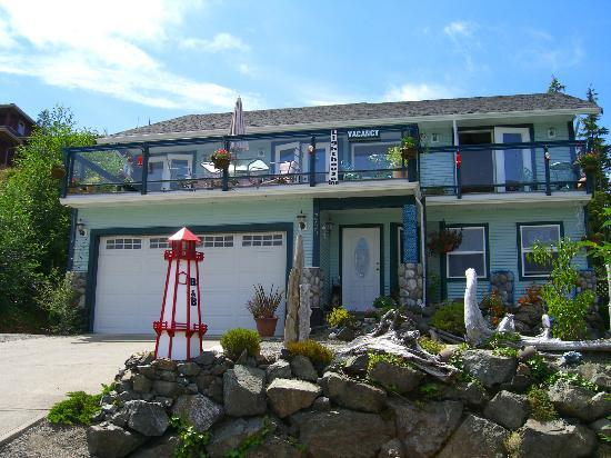 Tofino Lighthouse Inn: Front View