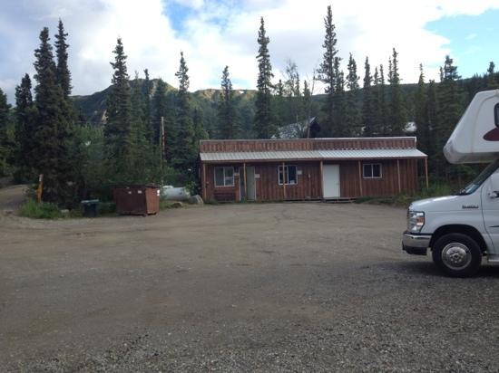 Denali Grizzly Bear Cabins & Campground : Home of the $7 per load laundry