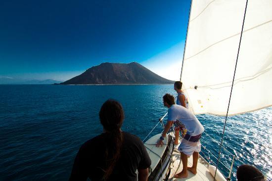 Orange Surf School: Somewhere Surf Boat Trip
