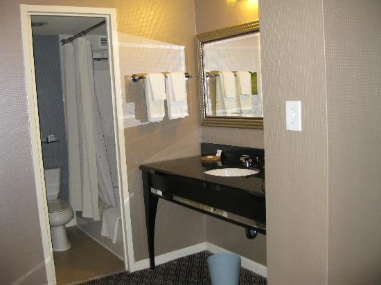 Kimpton Hotel Madera: Bathroom