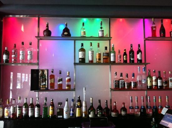Mandarin Oriental, Jakarta: lively bar