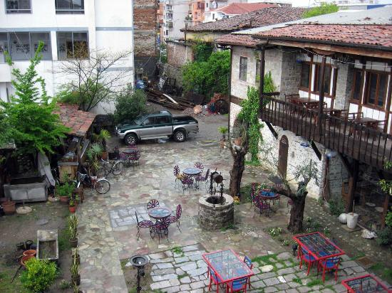 Hotel Tradita Geg & Tosk: The hotel courtyard and our Mitsubishi L200.