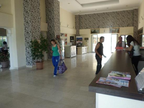 Side Yesiloz Hotel: Reception area