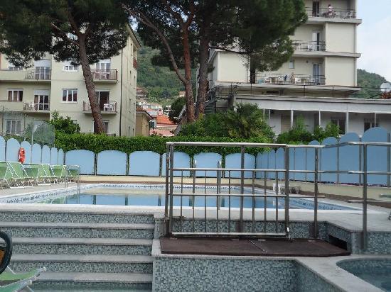 Hotel Miriam: Blick vom Hotel auf den Pool