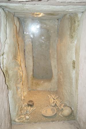 Palacio de Mondragon: the cave