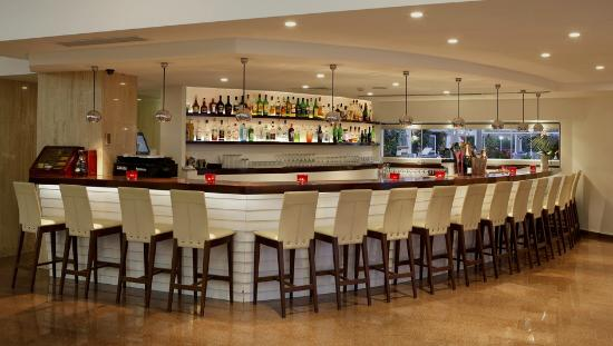 Sunrise Beach Hotel: Othello Lounge Bar