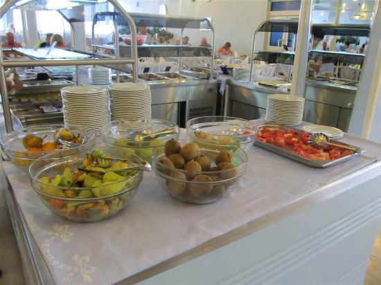 Hotel Plavi: Teilbereich des üppigen Frühstückbuffets