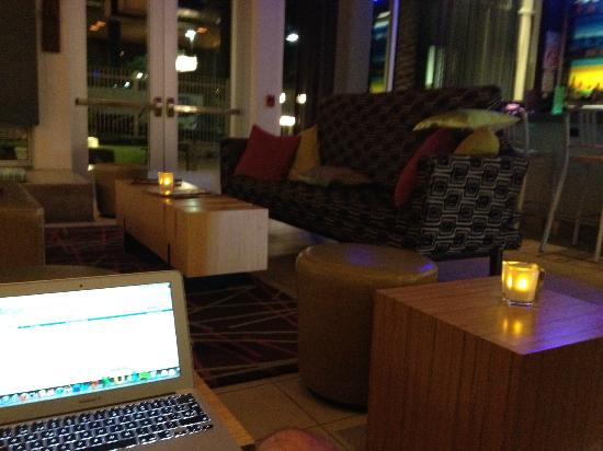 Aloft Phoenix-Airport: Bar