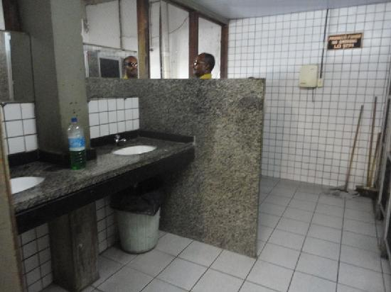 Mercado Modelo: Clean toilet facilities