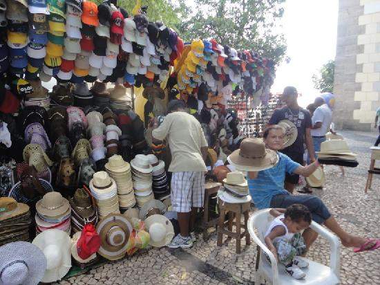 Mercado Modelo: Hats for sale