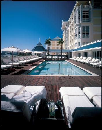 Pool area picture of the table bay hotel cape town for Table bay hotel quay 6