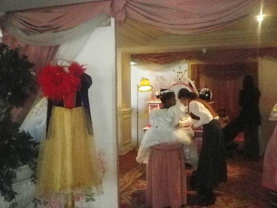 Disneyland Hotel: Princesse d un jour une option pour transformé votre enfant dans son personnage préféré