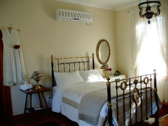 Buiten Verwagten Guest House: Ebony & Ivory Room