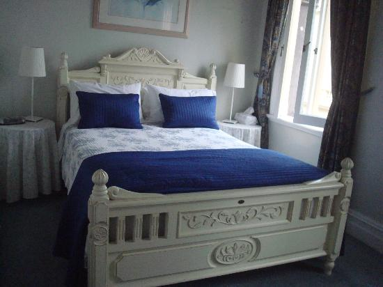 Fremantle Bed and Breakfast: Our Bed room