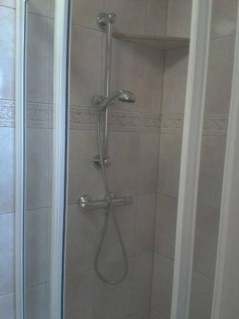 Comfort Inn London - Edgware Road: Shower