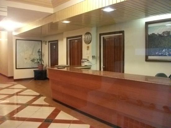 7 Stars Inn: front desk