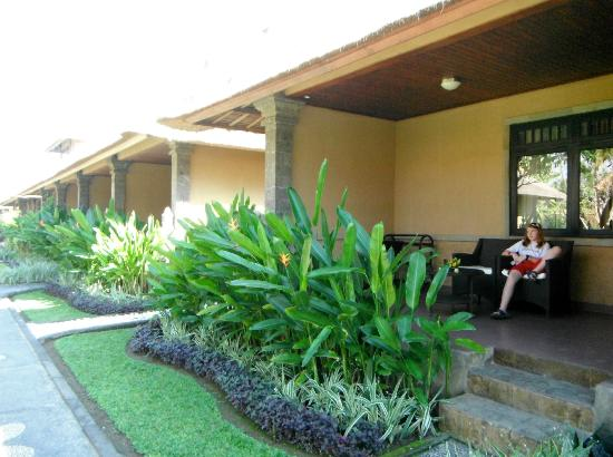 Matahari Terbit Bali Deluxe Bungalows: patios