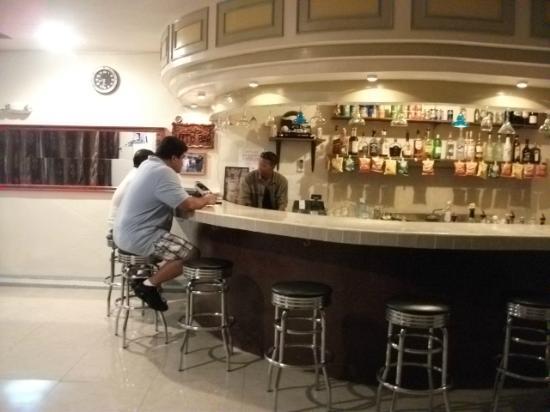 7 Stars Inn: Lefty's bar (downstairs near the restaurant area)