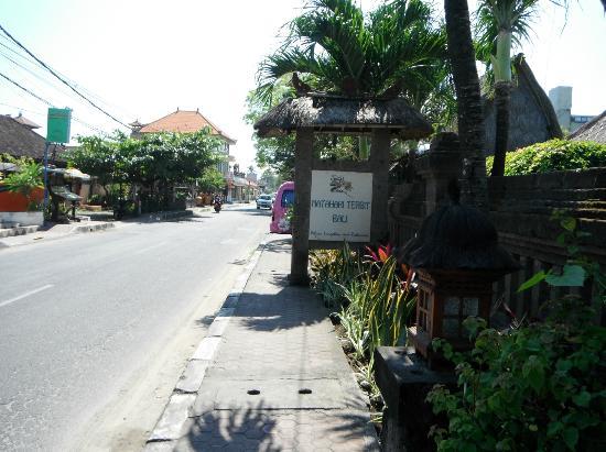 Matahari Terbit Bali Deluxe Bungalows: street view