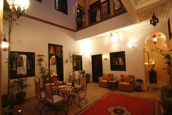 Riad Dar Zampa : Le patio illuminé