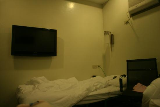 Magallanes Square Hotel: our room