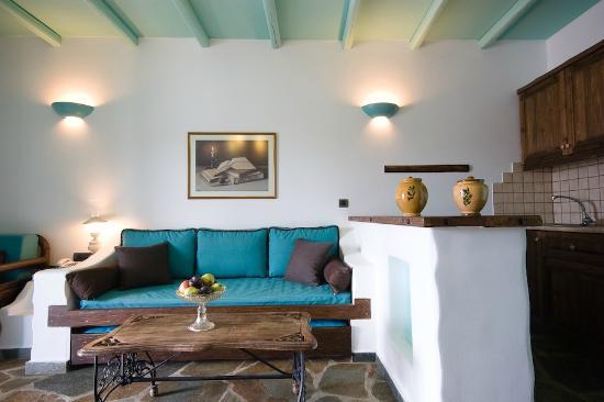 Porto Klaras Studios & Apartments: apartment's living room