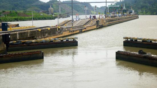 Panama Marine Adventures - Day Tours: Locks Openikng