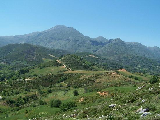 Footscapes of Crete : Typical walking view