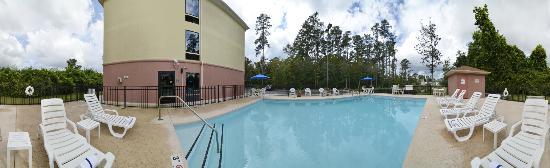 Comfort Suites: Outdoor Swimming Pool