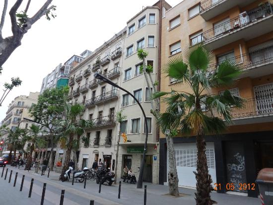 Hostal Abrevadero : FRENTE DEL HOTEL