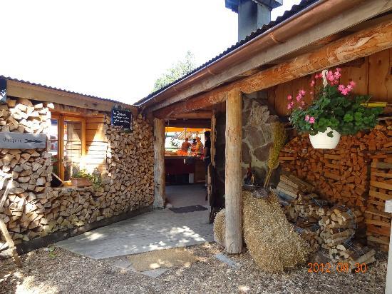 Bergrestaurant Chessel: entryway to restaurant
