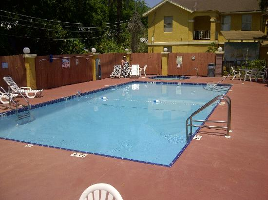 Howard Johnson Inn - Historic ST. Augustine FL: Very clean pool