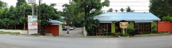 Hotel Puerto Libre: Vista frente del hotel