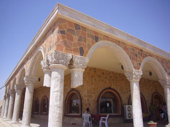Palmyra Gate, esterno