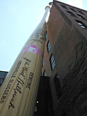 Louisville Marriott Downtown: Slugger Museum