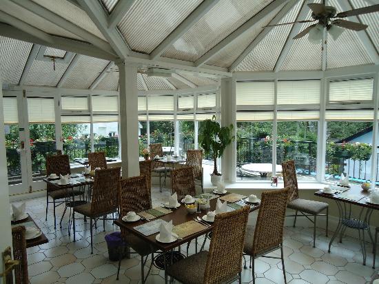 The Ravensworth: Breakfast room 