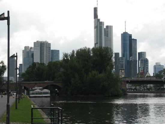 Haus der Jugend: View of Frankfurt from River Walk in Front of Hostel