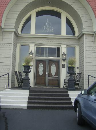 Haven By The Sea: Front steps of B&B