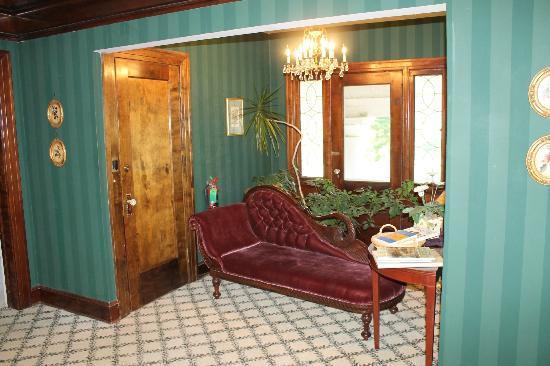 Inn on Crescent Lake: Beautiful furnishings all over the house!