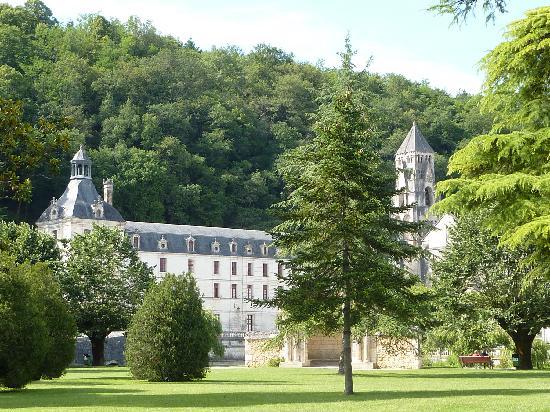 Camping Brantome Peyrelevade : l'abbaye de Brantôme