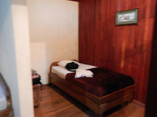 Quetzal Inn: The other bed
