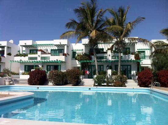 Nazaret Apartamentos : view from my sunbed!
