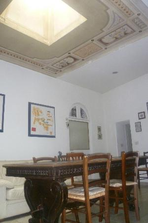 La Casa di Antonella: Common area where breakfast is served