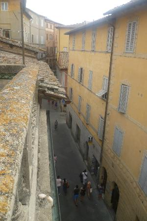 La Casa di Antonella: View down into the street
