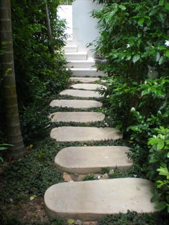 Yaiya Hua Hin: steps leading to private pool