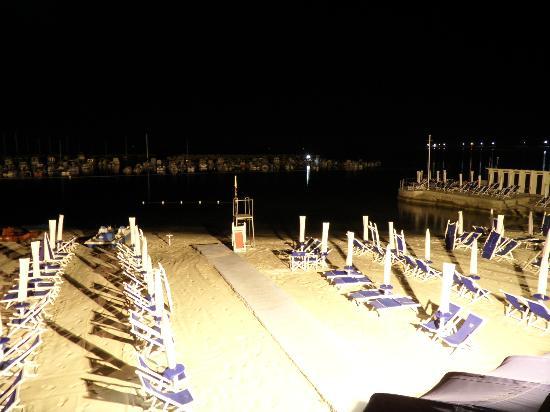 Spiaggia di notte foto di hotel bagni lido vada - Hotel bagni lido vada ...