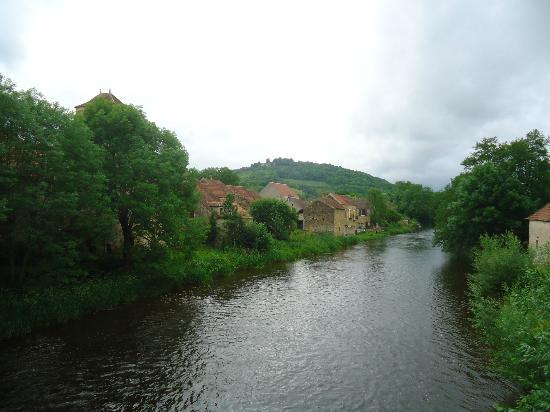 A La Renommee : Une vue du Village de St.-Père